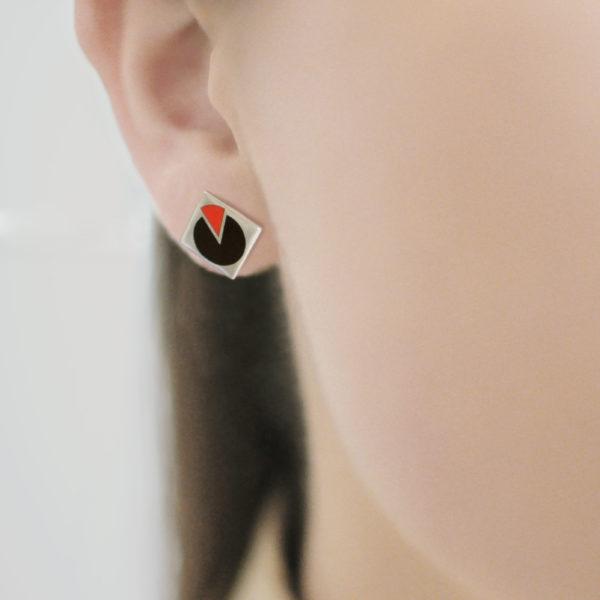 Serebro 2 600x600 - Пуссета «Малевич», черно-красная