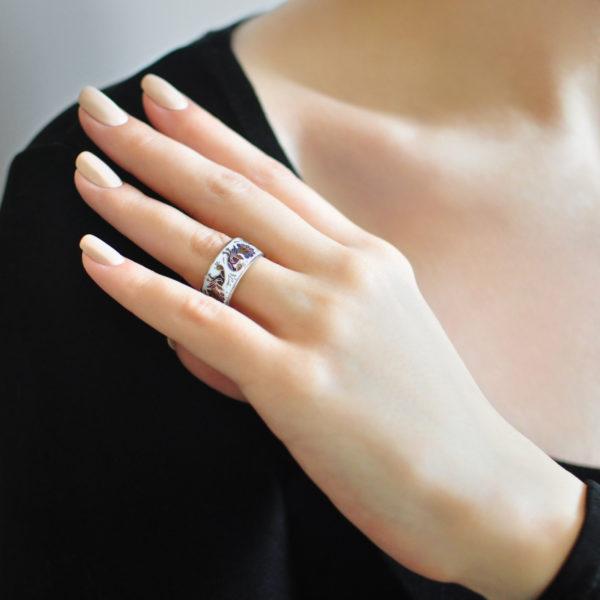 Serebro belo fioletovaya 1 600x600 - Кольцо «По зернышку», бело-фиолетовое