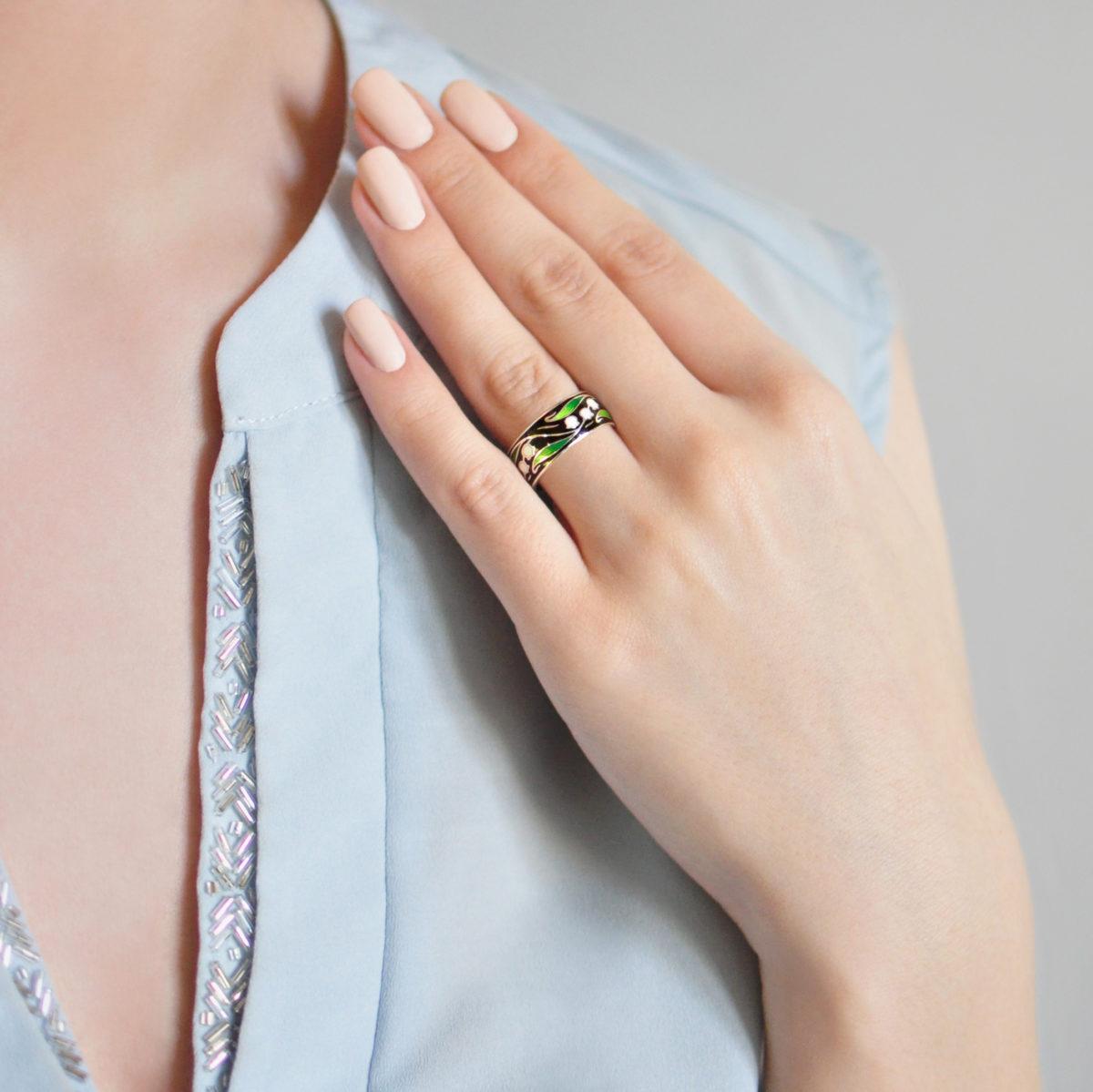 Serebro chernaya 7 1200x1199 - Кольцо из серебра «Ландыши», черное