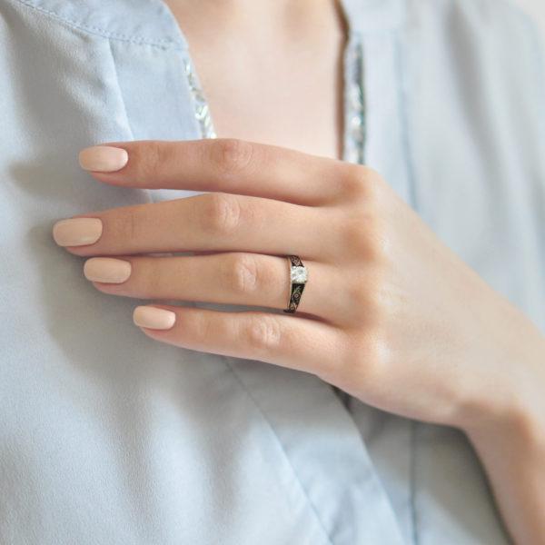 Serebro fioletovaya 6 600x600 - Перстень серебряный «Спас на крови», фиолетовый с фианитами