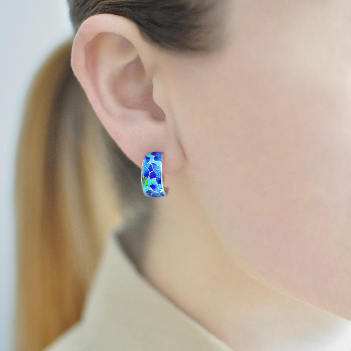 Serebro sine golubaya 1200x1200 - Серьги-полукольца «Клематис» (сине-голубые)