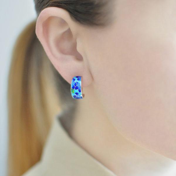 Serebro sine golubaya 600x600 - Серьги-полукольца «Клематис» (сине-голубые)