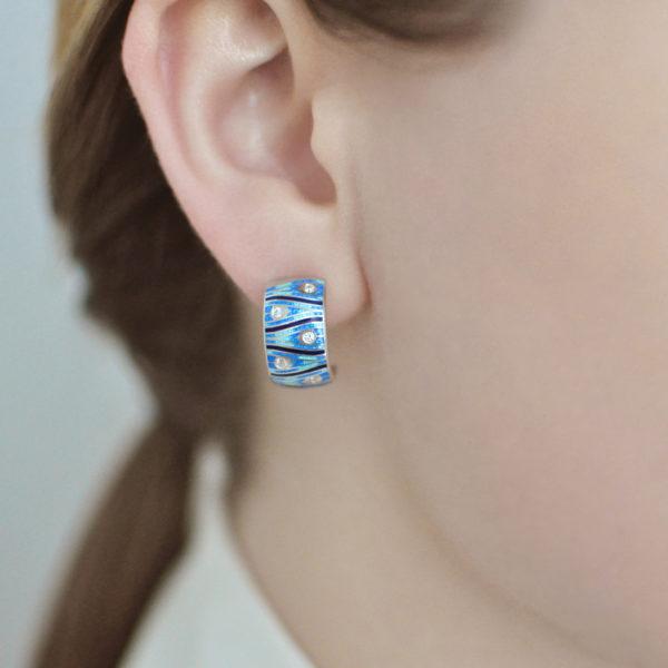 Serebro sinyaya 11 600x600 - Серьги-полукольца «Модерн. Перо павлина», синие