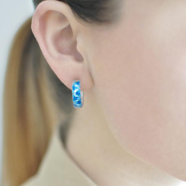 Serebro sinyaya 4 600x600 - Серьги-полукольца серебряные «Трилистник», синие