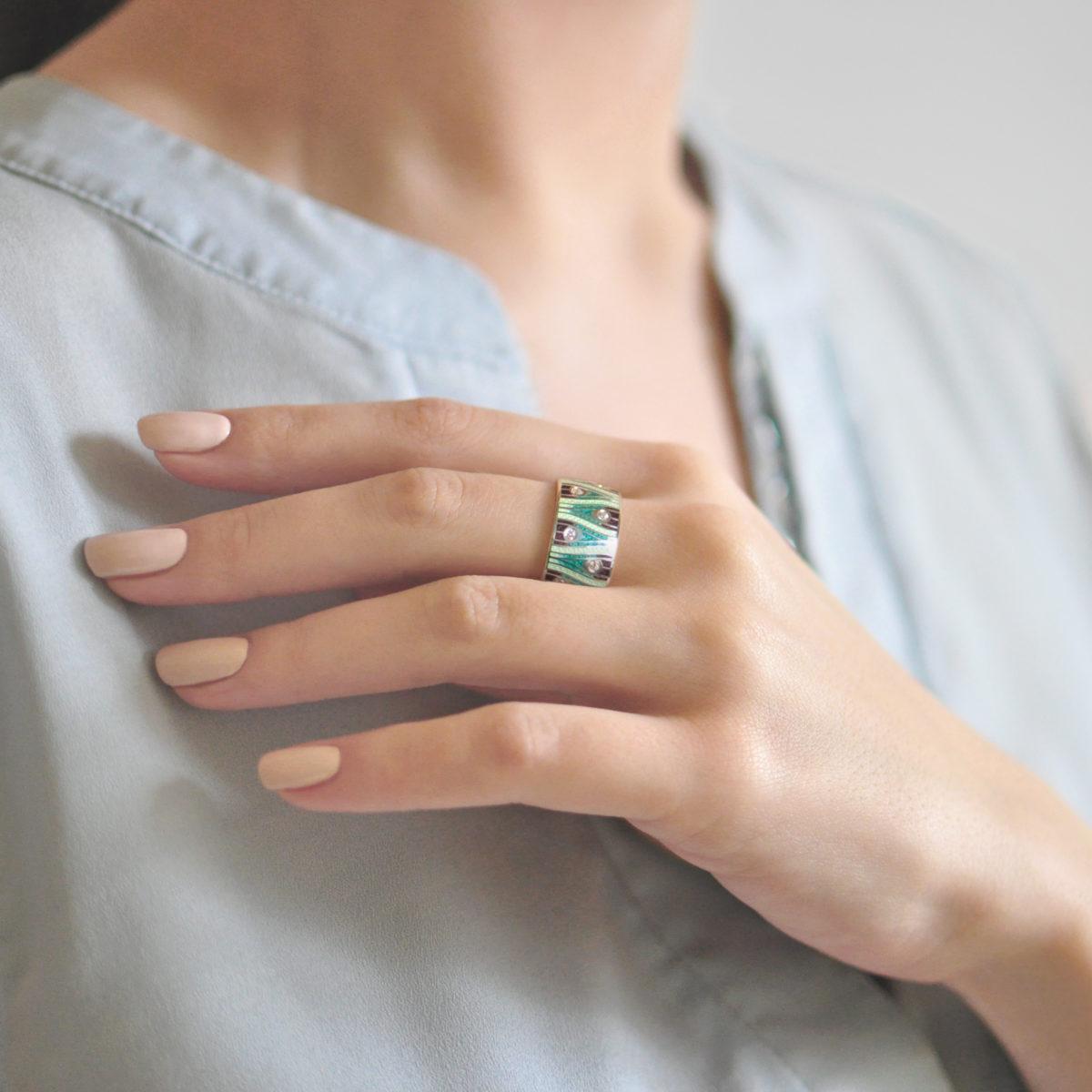 Serebro zelenaya 6 1200x1200 - Кольцо из серебра «Модерн. Перо павлина», зеленая с фианитами