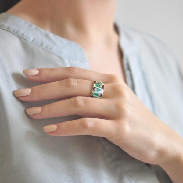 Serebro zelenaya 6 600x600 - Кольцо «Модерн. Перо павлина», зеленая с фианитами