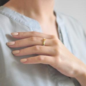 Zolochenie belaya 2 300x300 - Перстень серебряный «Примавера» (золочение), белое с фианитами