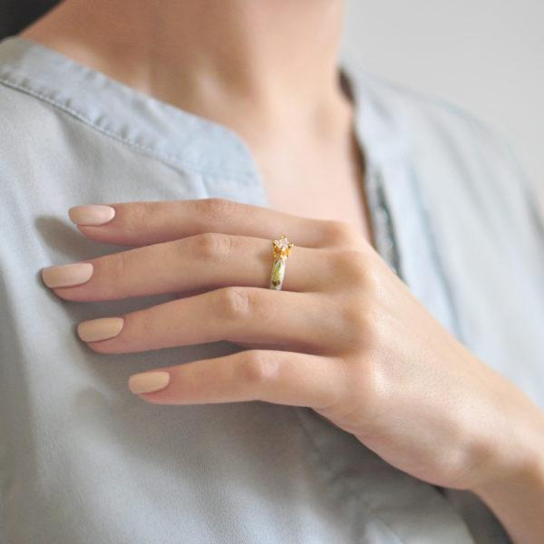 Zolochenie belaya 2 600x600 - Перстень серебряный «Примавера» (золочение), белое с фианитами