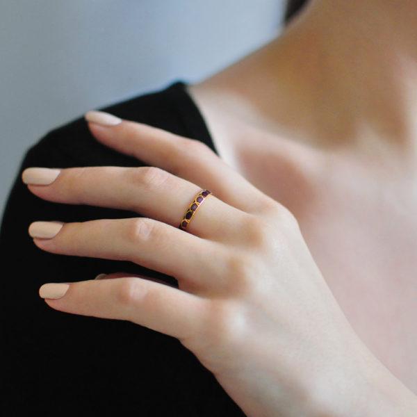 Zolochenie fioletovaya 4 600x600 - Кольцо из серебра «Седмица» (золочение), фиолетовое