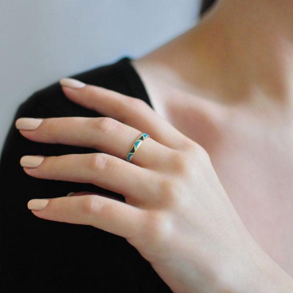 Zolochenie golubaya 10 600x600 - Кольцо из серебра «Седмица» (золочение), голубая