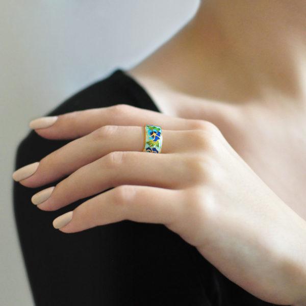 Zolochenie golubaya 11 600x600 - Кольцо из серебра «Анютины глазки» (золочение), голубое