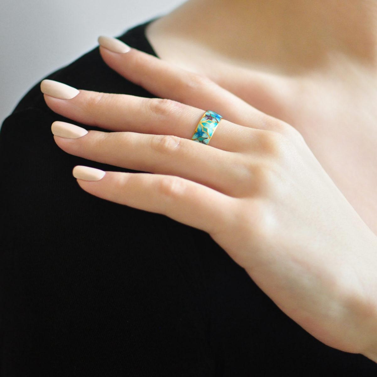 Zolochenie golubaya 12 1200x1200 - Кольцо из серебра «Трилистник» (золочение), голубое