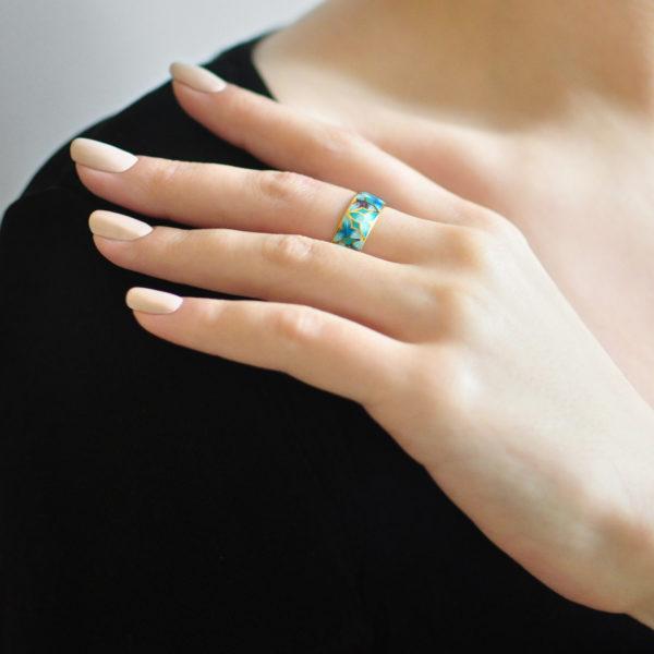 Zolochenie golubaya 12 600x600 - Кольцо из серебра «Трилистник» (золочение), голубое