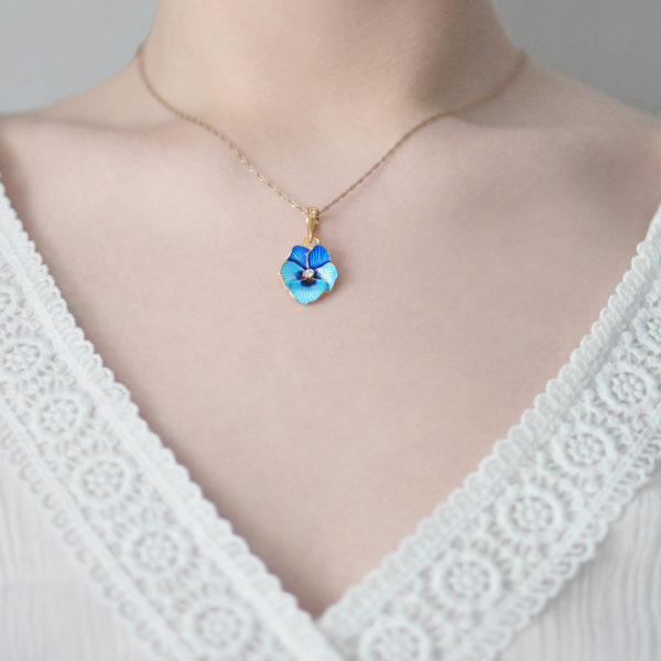 Zolochenie golubaya 3 600x600 - Подвеска «Анютины глазки» с фианитами (золочение), голубая