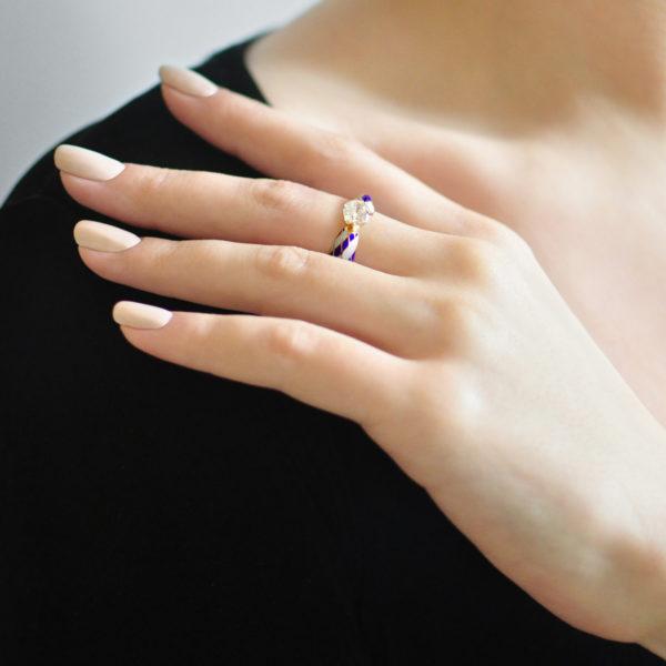 Zolochenie sine belaya 600x600 - Кольцо серебряное «Сердце» (золочение), сине-белое с фианитами