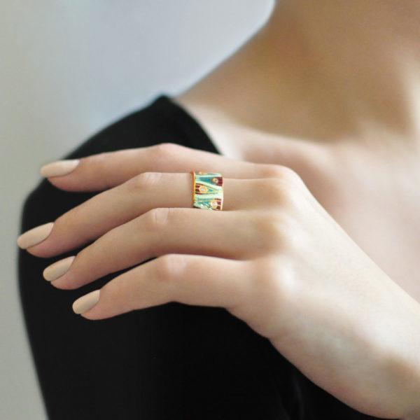 Zolochenie zelenaya 8 600x600 - Кольцо «Модерн. Перо павлина» (золочение), зеленое с фианитами