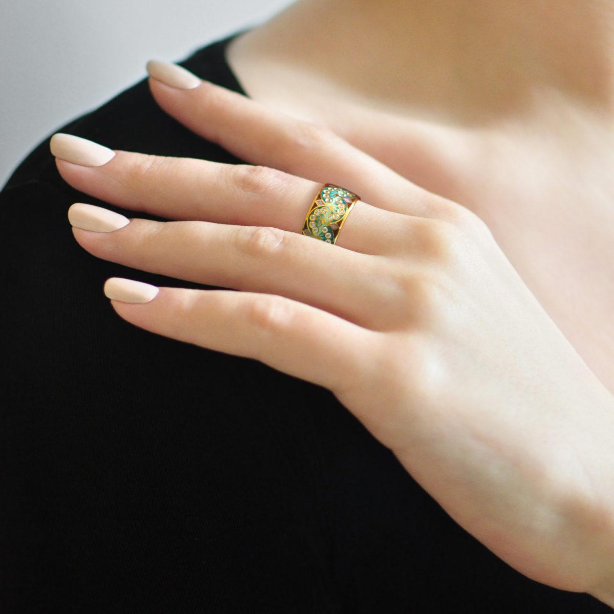 Zolochenie zelenaya 9 1200x1200 - Кольцо из серебра «Сады Семирамиды» (золочение), зеленое с фианитами