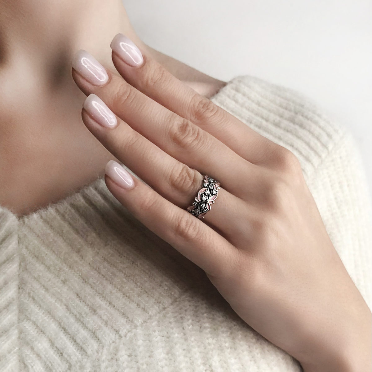 kolczo rosinka rozovaya kvadrat 1200x1200 - Кольцо из серебра «Росинка», розовое с фианитами