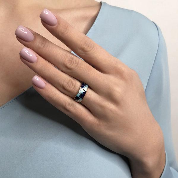 kotiki sinee 600x600 - Кольцо из серебра «Котики Инь-Ян», синее