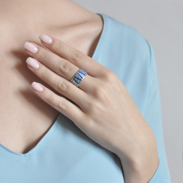 pero pavlina 6.93 sinyaya 600x600 - Кольцо «Модерн. Перо павлина», синяя с фианитами