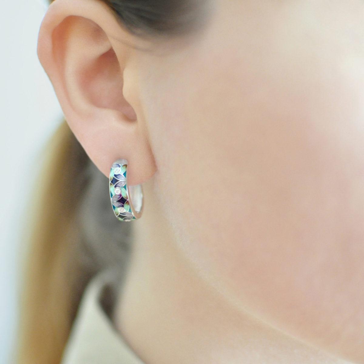 serebro fioletovo zelenaya 1200x1200 - Серьги-полукольца из серебра «Ветерок», фиолетово-зеленые