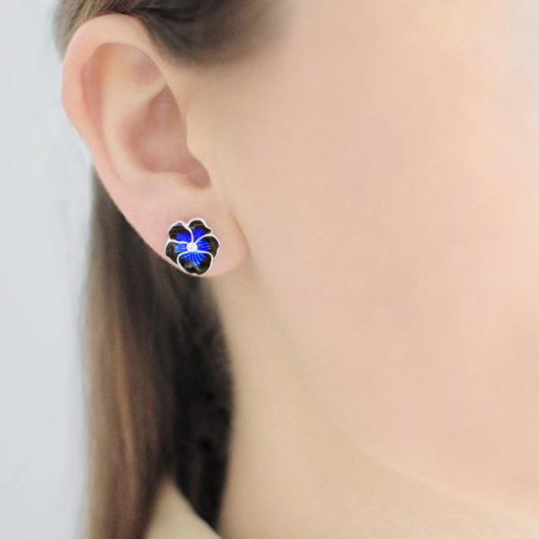 serebro temno sinyaya 600x600 - Пуссеты с фианитами «Анютины глазки» (темно-синие)