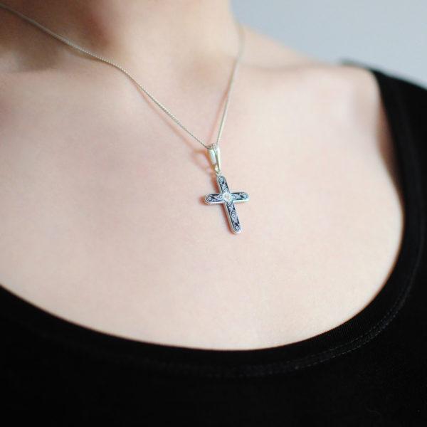 Serebro fioletovaya 600x600 - Нательный крест «Спас на крови», фиолетовый