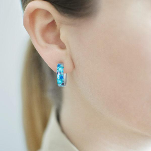 Serebro golubaya 600x600 - Серьги-полукольца из серебра «Трилистник», голубые