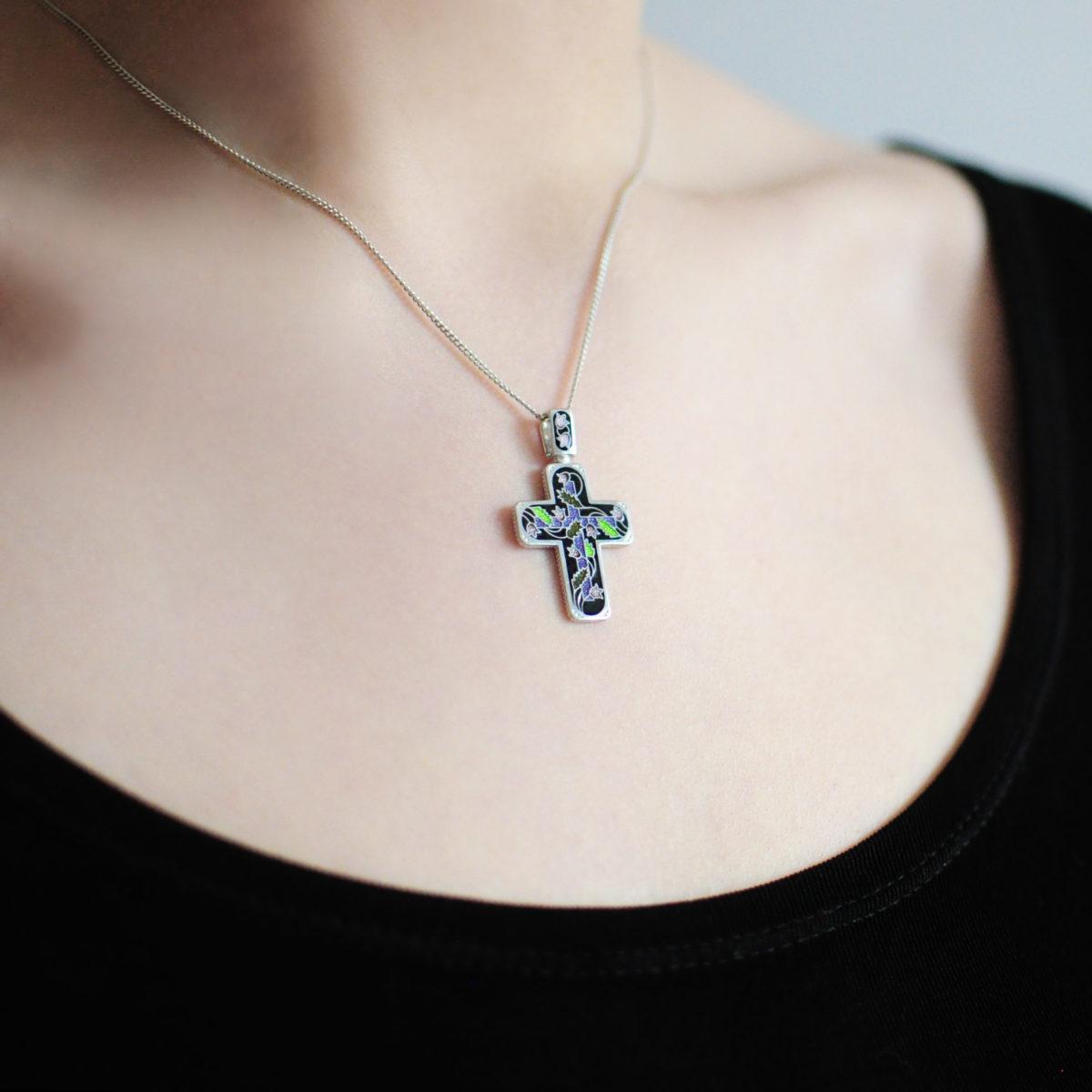 serebro chernaya 1 1200x1200 - Нательный крест «Спас на крови», черный