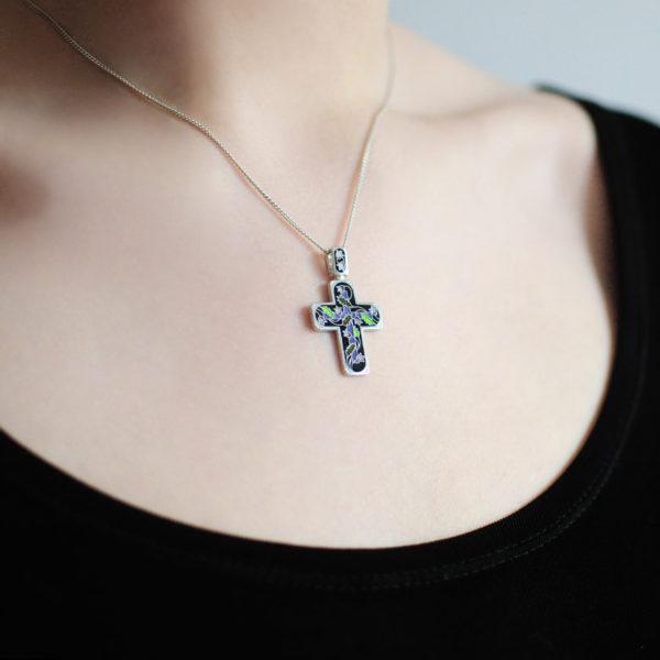 serebro chernaya 1 600x600 - Нательный крест «Спас на крови», черный