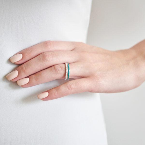 serebro 61.160 belaya 600x600 - Кольцо «Принцесса на горошине», белое
