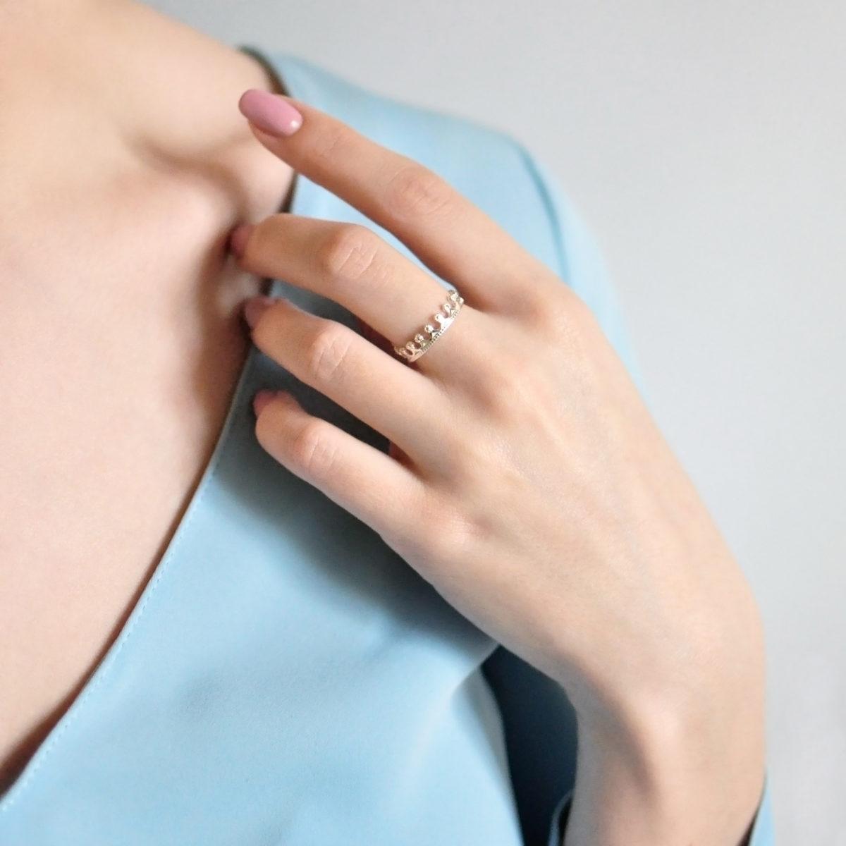 Serebro belaya 1200x1200 - Кольцо из серебра «Принцесса на горошине», белое с фианитами