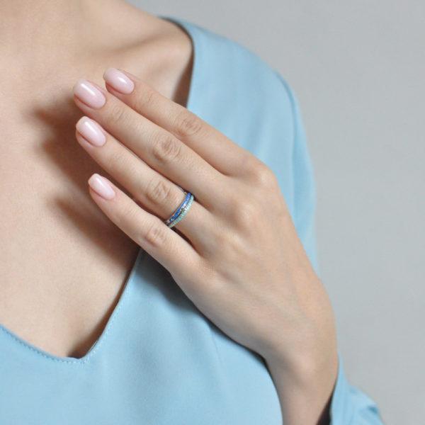 princzessa na goroshine 61.161 600x600 - Кольцо из серебра «Принцесса на горошине», сине-голубое с фианитами