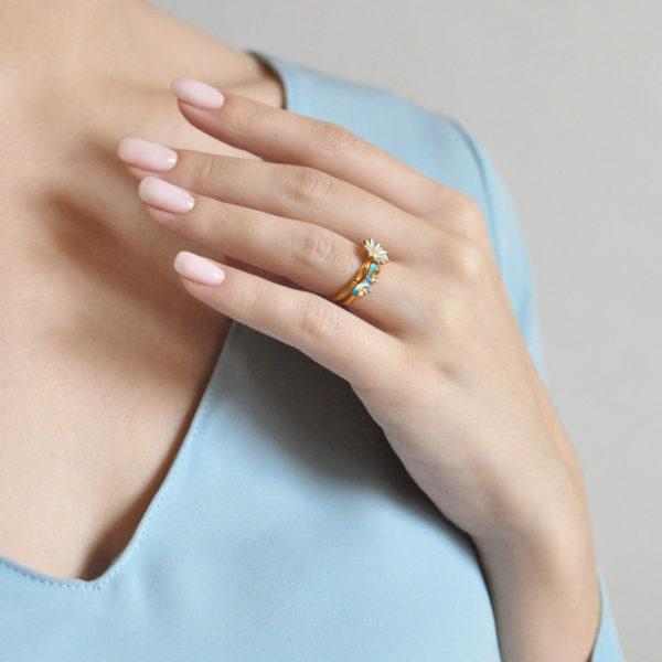 61.201z  golubaya 600x600 - Кольцо из серебра «Бантик» (золочение), голубое