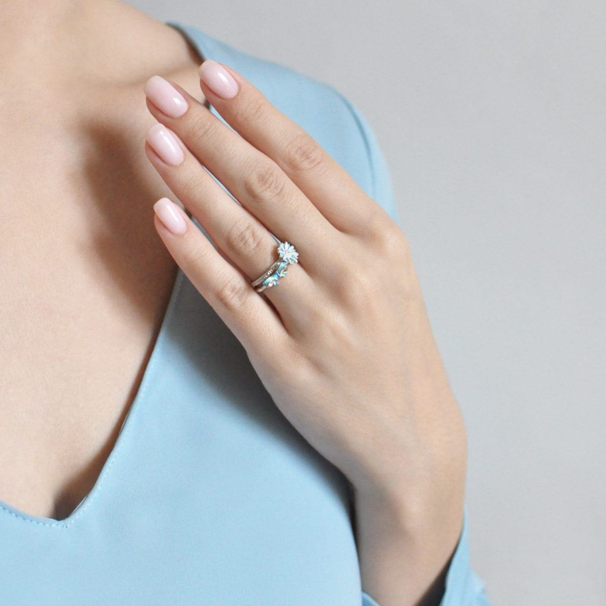 61.206 golubaya 61.201 golubaya 1200x1200 - Кольцо из серебра «Ромашка», голубое