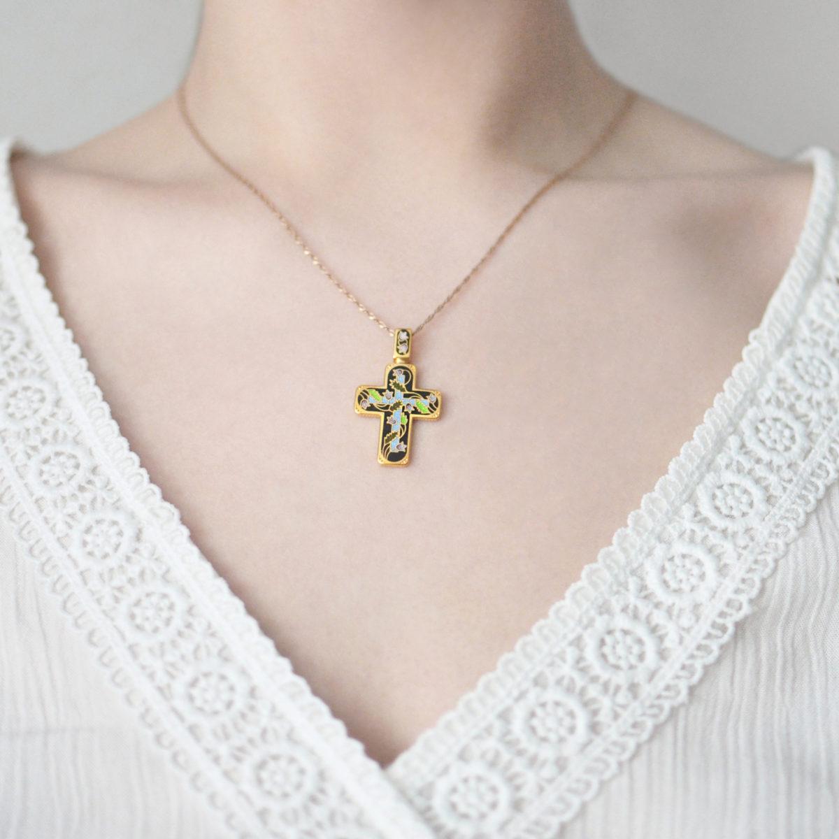 zolochenie chernaya 1200x1200 - Нательный крест из серебра «Спас на крови» (золочение), черный