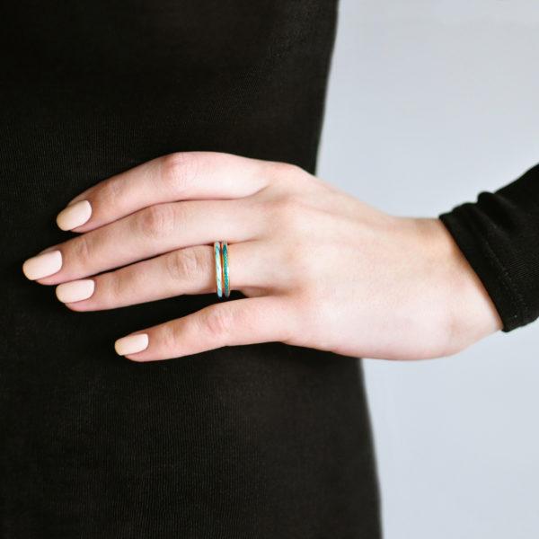 zolochenie 154 159 600x600 - Кольцо серебряное «Принцесса на горошине» (золочение), морская волна