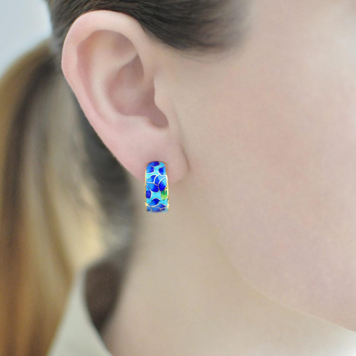klematis zolochenie sine golubaya 1200x1200 - Серьги-полукольца «Клематис» (золочение), сине-голубые