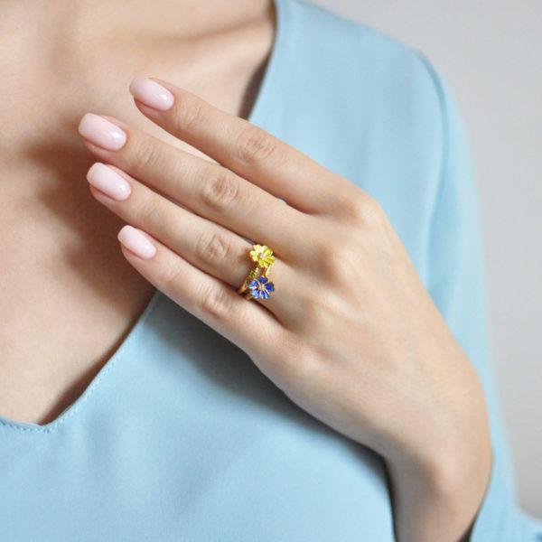 61.205z zheltaya 61.205z sinyaya 600x600 - Кольцо из серебра «Мальва» (золочение), синее