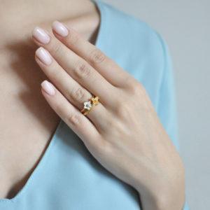 61.207z belaya 61.204z 300x300 - Кольцо из серебра «Жасмин» (золочение), белое