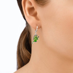 sergi ptichki 31.140.1 zelenye 300x300 - Серьги-подвески из серебра «Попугаи», зеленые
